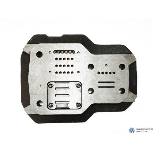 Блок клапанный правый на С415М, С416М